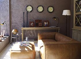 5 Cara Membuat Rumah Terlihat Lebih Menarik - hiasan dinding - jasa interior bogor