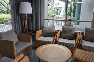5 Cara Membuat Rumah Terlihat Lebih Menarik - kursi tamu - jasa interior bogor