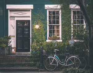 pilih membeli rumah baru atau bekas - jasa interior bogor